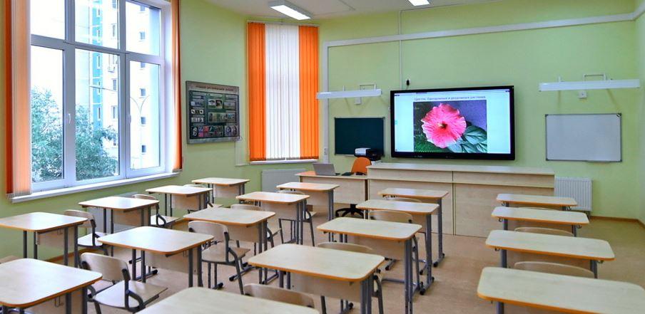 Собянин осмотрел обновленное здание начальных классов школы