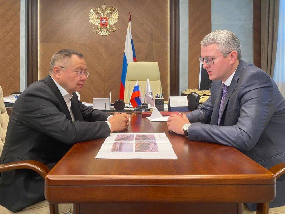 Ирек Файзуллин провел рабочую встречу с губернатором Камчатского края Владимиром Солодовым