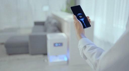 Компания Xiaomi представила технологию бесконтактной зарядки смартфона Mi Air Charge