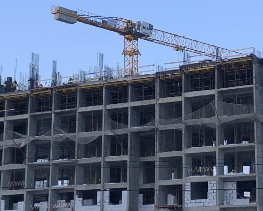 Жилой дом начали строить в промзоне «Октябрьское поле» в рамках КРТ
