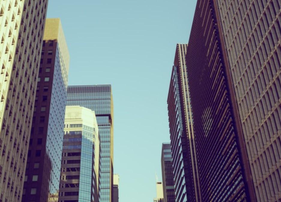 Миллиард квадратных метров: что мешает их построить?