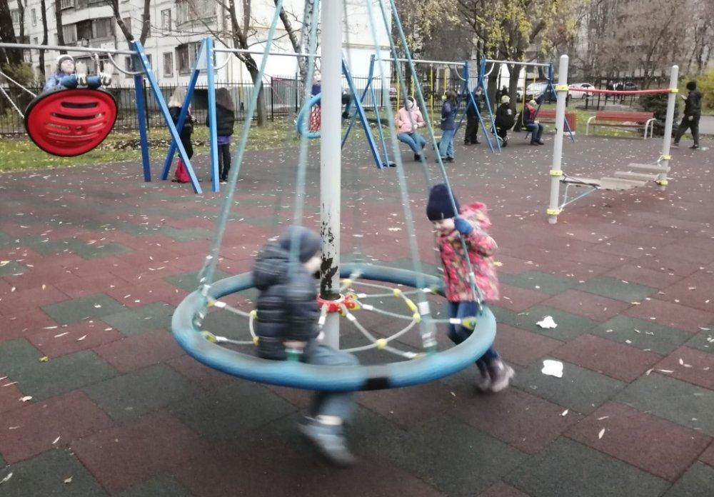 Почти в 60 городах Московской области откроются новые детские площадки