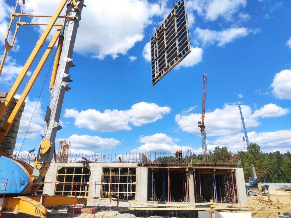 Строительство гимназии имени Е.М.Примакова в Одинцове ведется в графике