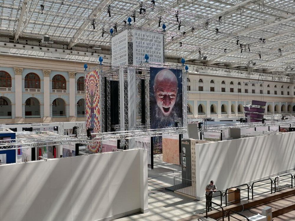 Идейная Москва: архитектура как QR-код, дирижабль для доставки еды, сувениры-улыбки и старик Хоттабыч с московской пропиской
