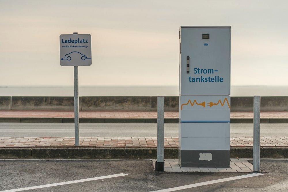 В центре столицы установят 115 зарядок для электромобилей