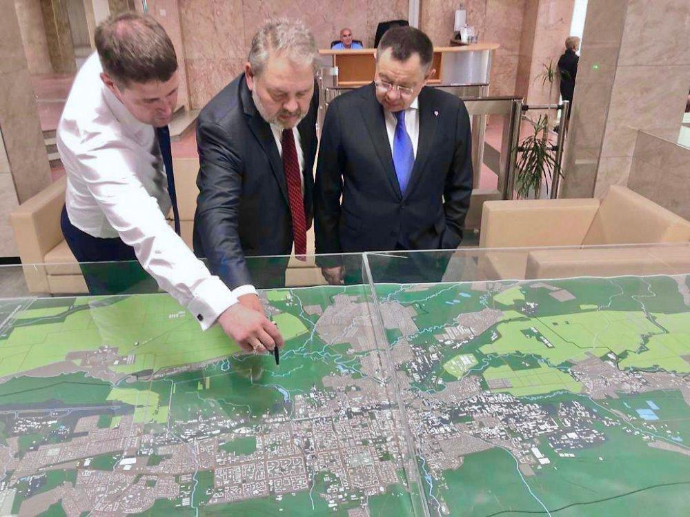 Ирек Файзуллин посетил объекты жилищного строительства в Сахалинской области