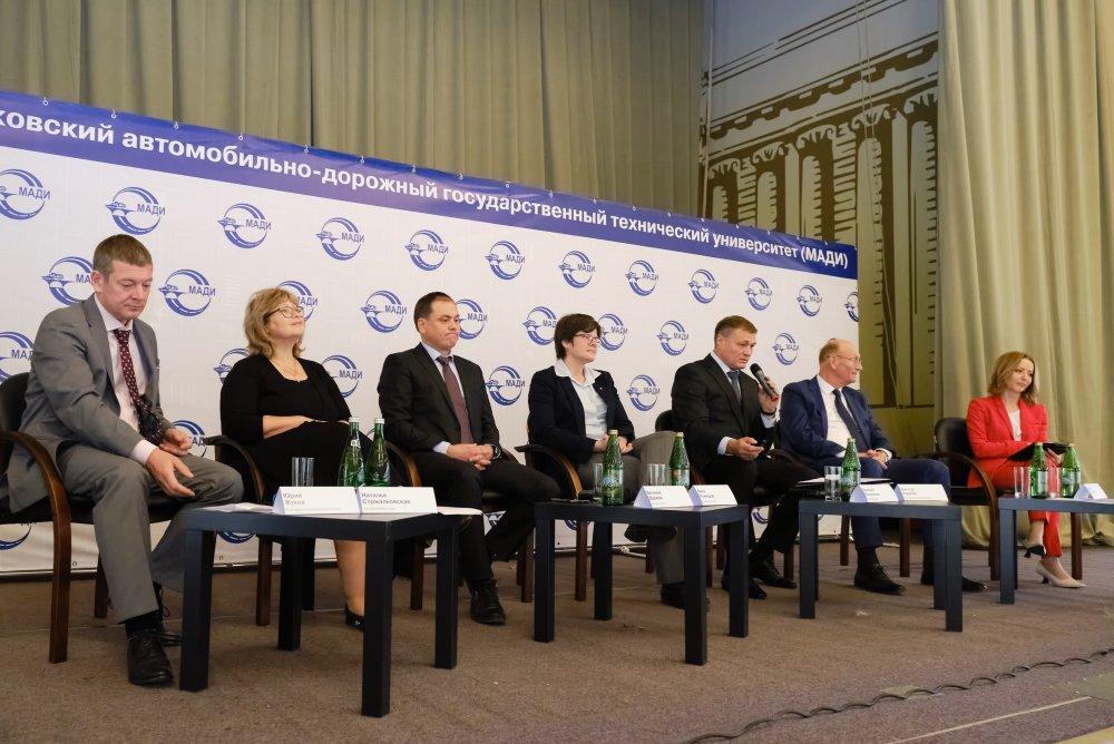 Представители «Сибирского цемента» приняли участие в конференции, посвященной строительству дорог